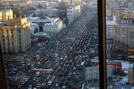 En Rusia si que es un cristo conducir...