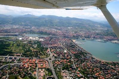 Ria de Bilbao, barrios Artaza, Romo y Las Arenas