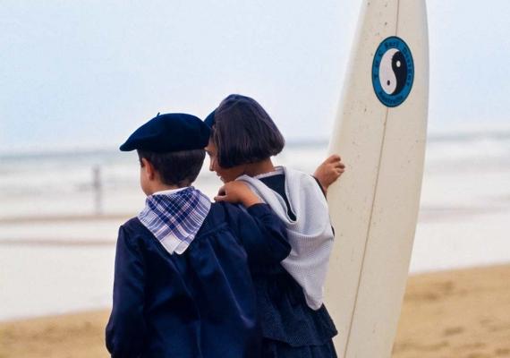 Pequeños buscando la ola